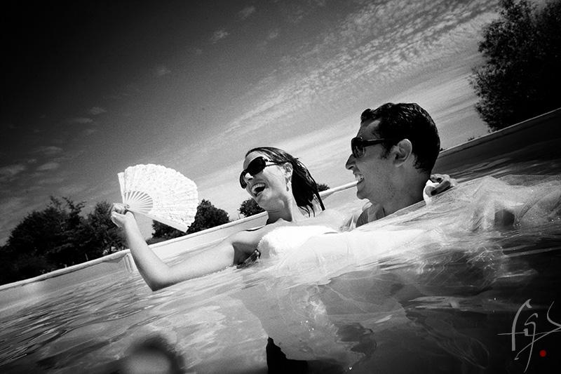 Près d'Ancenis,  entre Angers et Nantes,  Frédéric REGLAIN  exerce la photographie Trash the dress depuis 2006 , il  peut ainsi  faire vos photographies de mariage dans l'eau, sous l'eau.